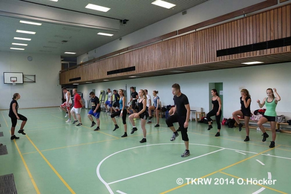 http://www.tanzkorps-rot-weiss.de/wp-content/gallery/trainingslager-2014/tkrw-training01.jpg?i=450034011